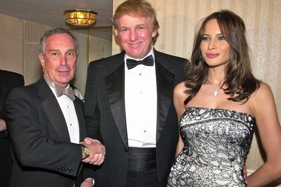 Michael Bloomberg, Donald Trump et Melania Knauss lors d'une réception précédant le dîner des correspondants à la Maison-Blanche, en avril 2001.