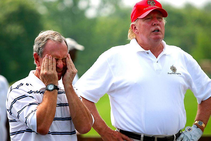 Michael Bloomberg et Donald Trump lors d'une journée au Trump National Golf Club pour une fondation caritative, en juillet 2007.