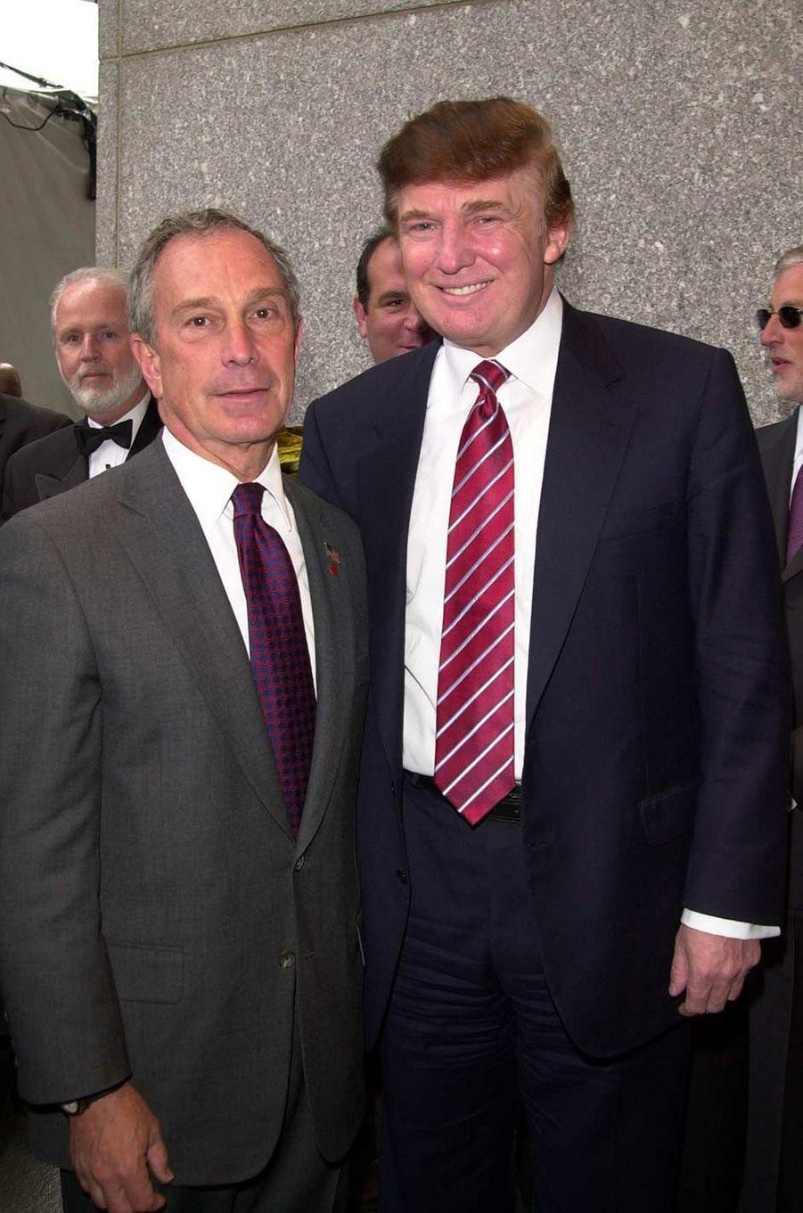 Michael Bloomberg et Donald Trump lors d'un gala en faveur des vétérans du Vietnam à New York, en mai 2003.
