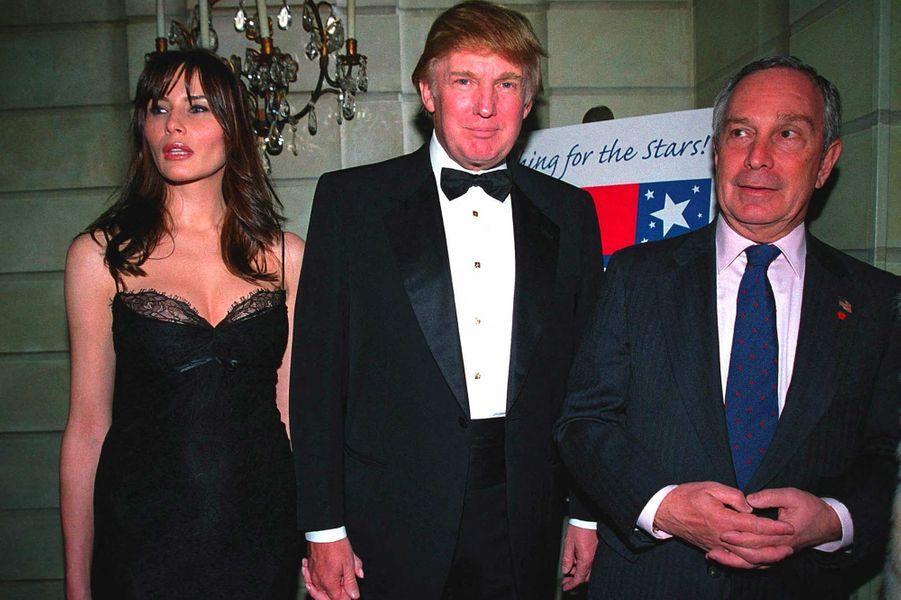 Melania Knauss, Donald Trump et Michael Bloomberg au Pierre Hotel, à New York, en mars 2002. Il était alors maire de la ville.