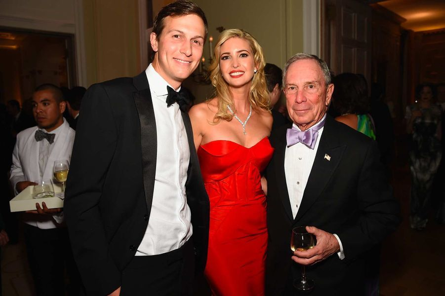 Jared Kushner, Ivanka Trump et Michael Bloomberg lors d'une réception chez l'ambassadeur français, après le dîner des correspondants à la Maison-Blanche, en avril 2015.