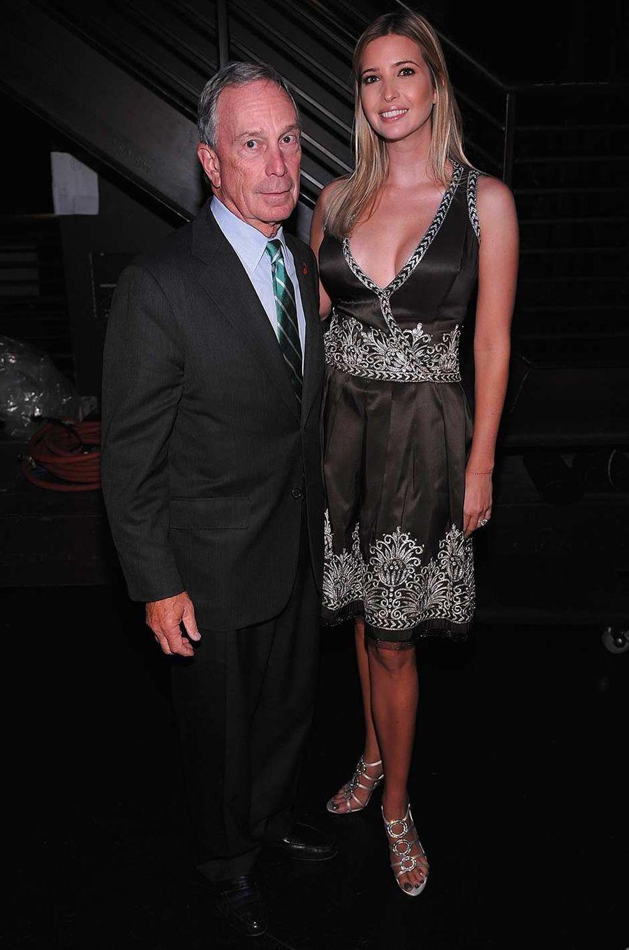 Michael Bloomberg et Ivanka Trump lors d'un gala en faveur de la lutte contre le cancer du sein à New York, en octobre 2010.
