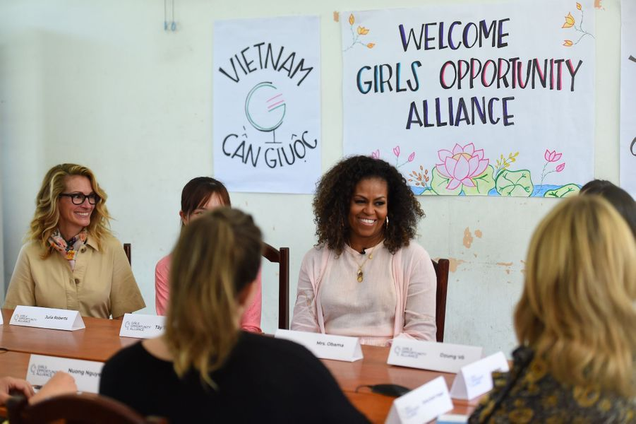 Julia Roberts et Michelle Obama le 9 décembre 2019 à Long An au Vietnam.