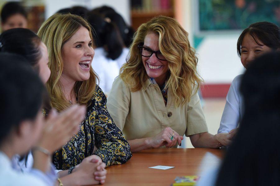 Julia Roberts etJenna Bush Hager le 9 décembre 2019 à Long An au Vietnam.