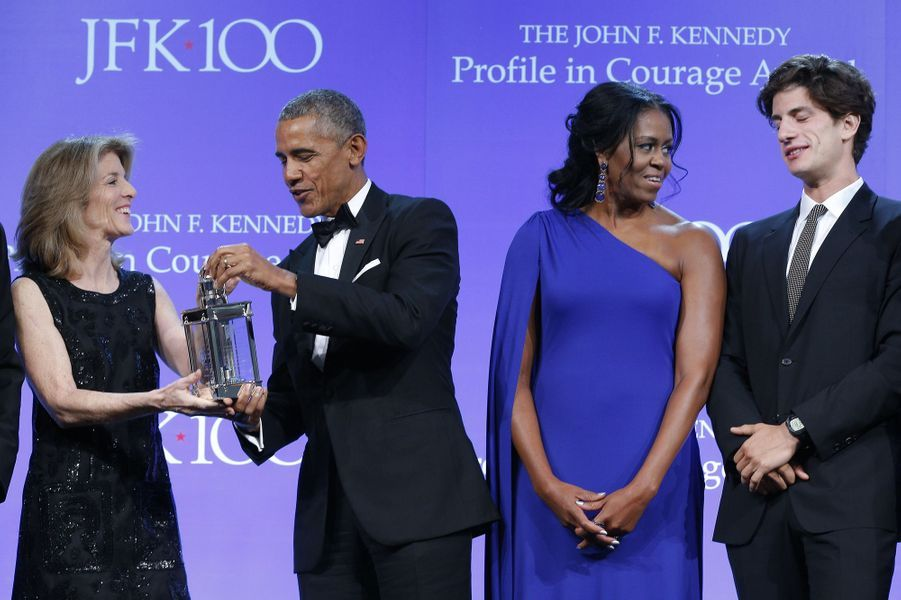 Caroline Kennedy, Barack Obama et Michelle Obama à Boston, le 7 mai 2017.