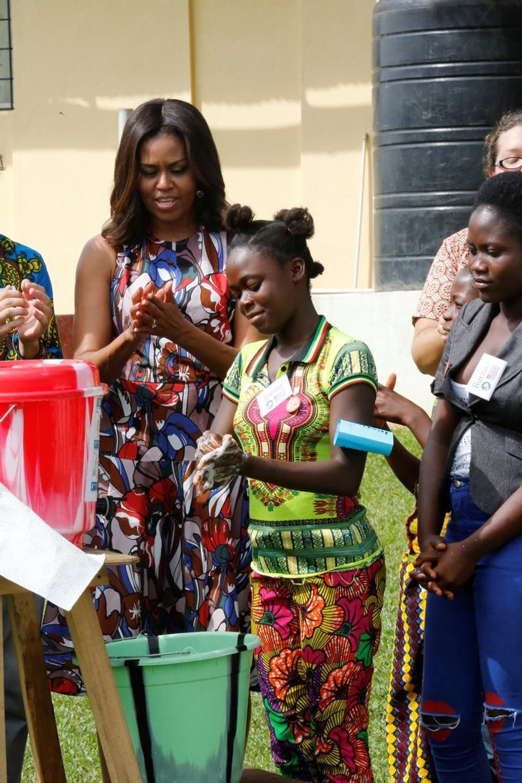 Michelle Obama à la R. S. Caulfield School girls