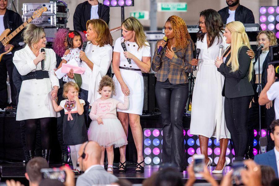 Kelly Clarkson, Hoda Kotb, Savannah Guthrie, Jennifer Hudson, Michelle Obama et Meghan Trainor à New York, le 11 octobre 2018.