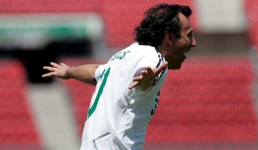 Raul Bustos enthousiaste, après un but de son équipe.