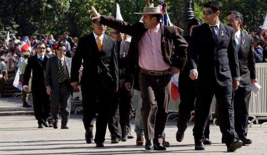 Mario Sepulveda et Florencio Avalos, arrivant sur la place du palais présidentiel.