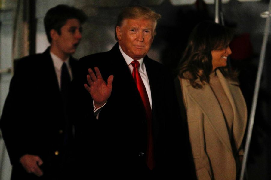 Donald, Melania et Barron Trump quittant la Maison-Blanche, le 20 décembre 2019.