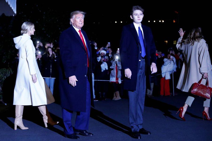 Ivanka,Donald, Melania et Barron Trump arrivant sur la base militaire Andrews, le 20 décembre 2019.