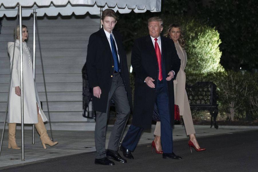 Ivanka,Donald, Melania et Barron Trump quittant la Maison-Blanche, le 20 décembre 2019.