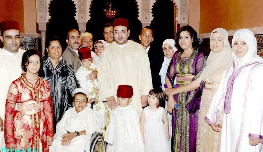 Le même jour, le roi reçoit des Marocains installés à l'étranger, notamment des enfants, qui souffrent de maladies chroniques.