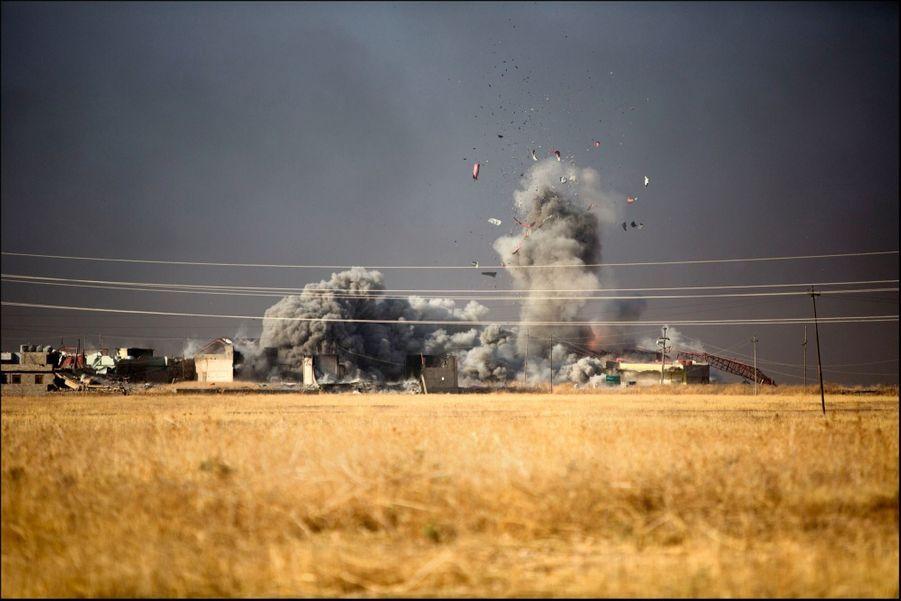 Frappe aérienne sur Naweran : la coalition veut reprendre toutes les localités qui entourent Mossoul avant l'assaut final.