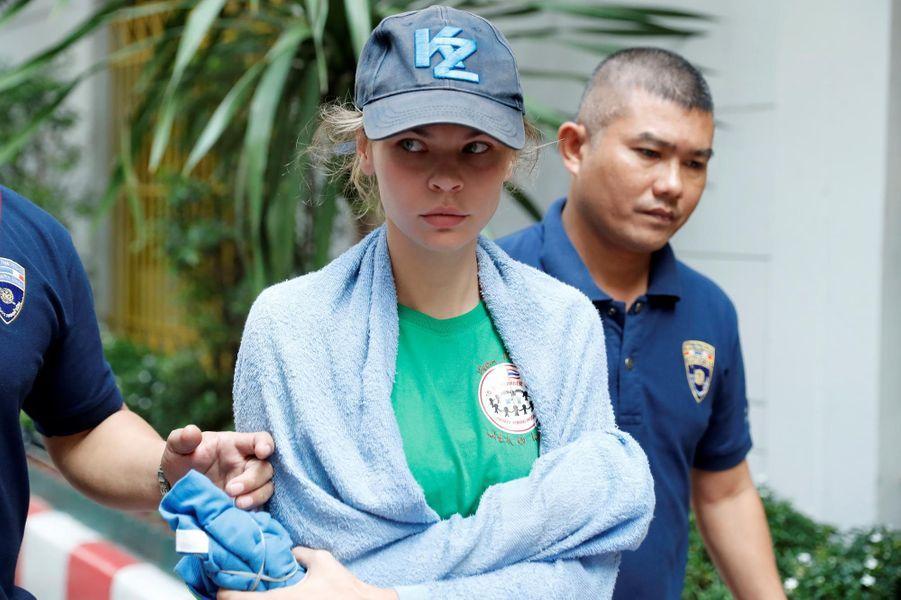 Condamnée mardi à une amende,elle a été expulsée de Thaïlande jeudi dans un vol pour Moscouoù elle a aussitôt été interpellée dans le cadre d'une enquête pour proxénétisme.