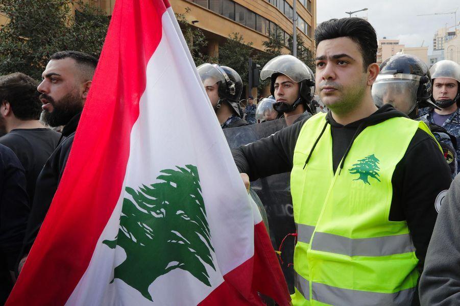 """Manifestation de """"gilets jaunes"""" à Beyrouth, au Liban, le 23 décembre 2018."""