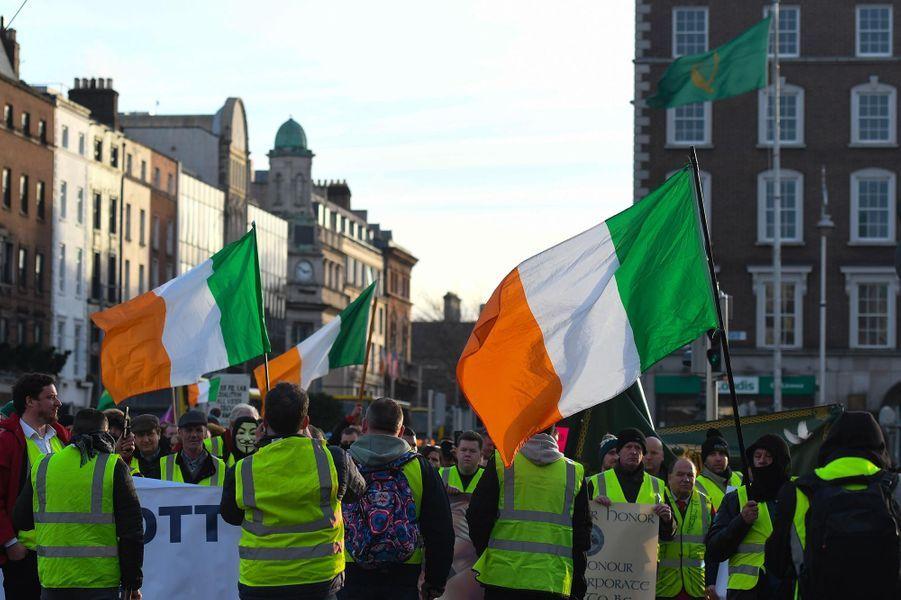 """Manifestation de """"gilets jaunes"""" à Dublin, en Irlande, le 22 décembre 2018."""