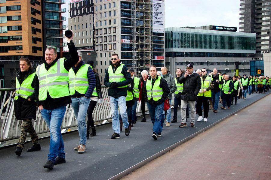 """Manifestation de """"gilets jaunes"""" à Rotterdam, aux Pays-Bas, le 22 décembre 2018."""