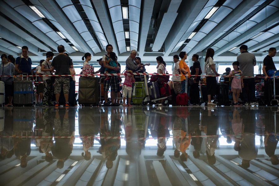 Le typhon Nida saccage Hong Kong puis s'éloigne en Chine continentale