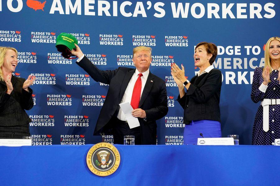 Ivanka et Donald Trump lors d'une table ronde avec des représentant du monde agricole dans l'Iowa