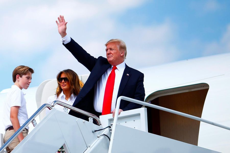 Donald, Melania et Barron Trump montant à bord d'Air Force One, le 29 juin 2018.