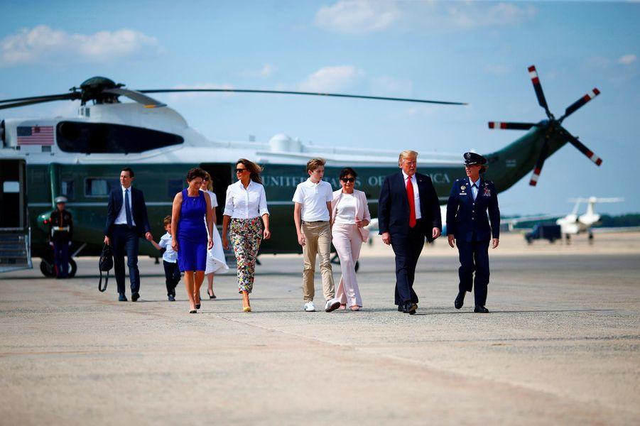 Donald, Melania et Barron Trump arrivant sur la base aérienne Andrews, le 29 juin 2018.