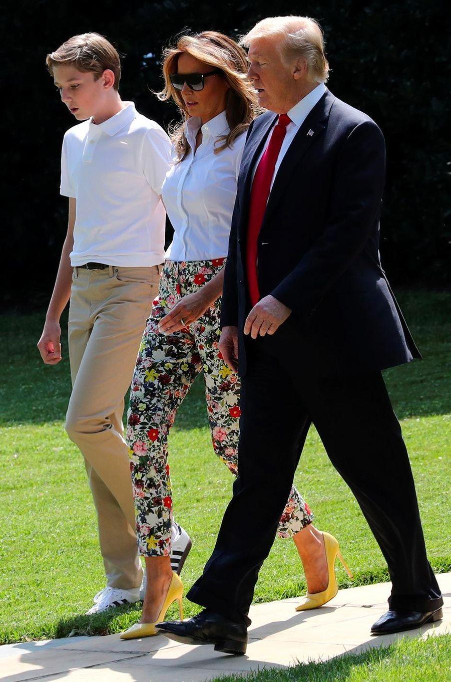 Donald, Melania et Barron Trump quittant la Maison-Blanche, le 29 juin 2018.