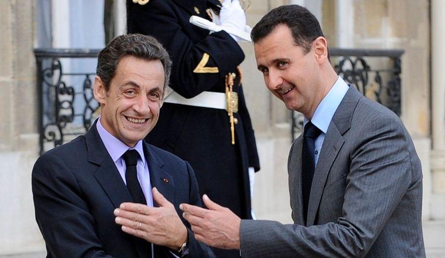 Le président syrien Bachar al Assad est arrivé ce vendredi à Paris. Il s'agit de sa deuxième visite dans la capitale française. Il avait déjà été reçu par le président Sarkozy en juillet 2008, lorsqu'il était venu participer à la création de l'Union pour la Méditerranée. Il avait ensuite assisté au défilé du 14 juillet.