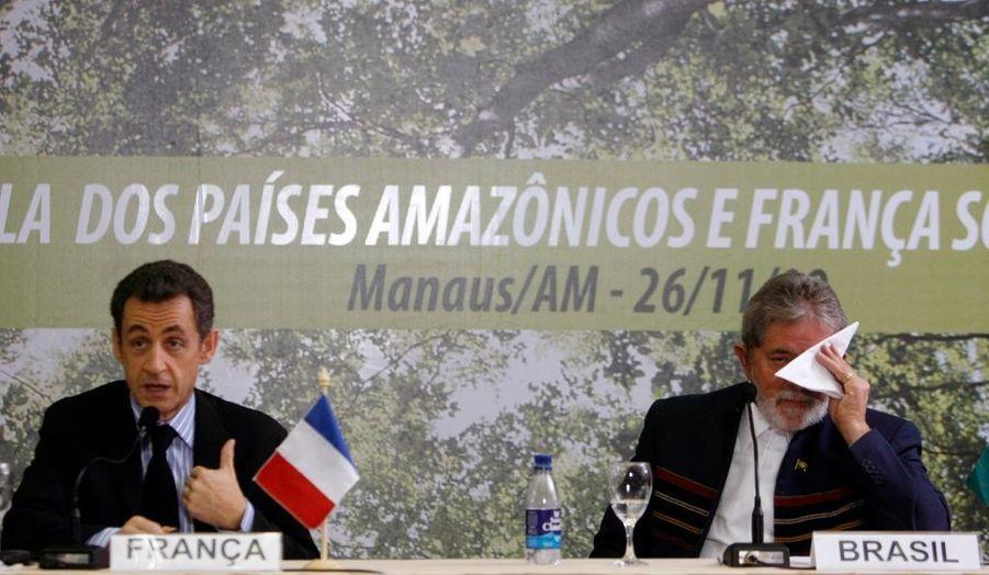 A onze jours de la conférence tant attendue de Copenhague sur le climat, Nicolas Sarkozy a été invité par le président brésilien, Luiz Inacio Lula da Silva, pour faire le point et s'aligner. Ils ont jugé encourageant mais pas encore suffisant les avancées chinoises et américaines sur le climat.