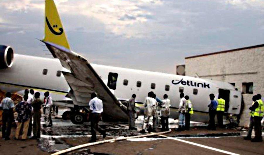 Trois personnes ont péri et plusieurs ont été blessées dans le crash d'un avion de la Compagnie aérienne Rwandair, en partance pour l'Ouganda, hier à l'aéroport international de Kigali, rapporte APA. L'appareil, qui faisait état de quelques problèmes techniques avant son départ, s'est écrasé dans le salon d'honneur de l'aéroport quelques minutes après son départ.