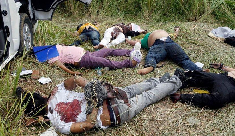 """L'état d'urgence a été décrété mardi par les autorités philippines dans deux provinces du sud de l'archipel ainsi que dans une ville proche, pour tenter de mettre un terme aux violences pré-électorales. La présidente Gloria Arroyo a proclamé un état d'urgence d'une durée indéterminée dans les provinces de Maguindanao et de Sultan Kudarat, ainsi que dans la ville de Cotabato, pour """"empêcher que se reproduisent des cas de violences"""". Des individus armés ont enlevé lundi un groupe de personnes qui allaient faire enregistrer un candidat, dans la province de Maguindanao, pour les élections du 10 mai au poste de gouverneur provincial. Au moins 24 cadavres ont été retrouvés par la suite."""