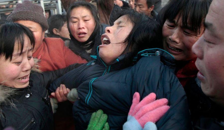 Un coup de grisou survenu samedi dans une mine de charbon du nord-est de la Chine a fait au moins 104 morts selon le dernier bilan rapporté par les médias chinois. Des proches des victimes dont de nombreuses femmes, ont protesté devant la mine de charbon avant d'être évacuées par la police.