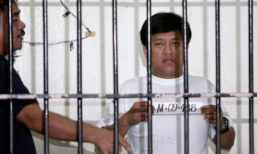 Le principal suspect du massacre de 57 personnes qui a eu lieu lundi aux Philippines, s'est rendu aux autorités jeudi. Andal Ampatuan Jr. appartient à une influente famille du sud du pays, et est maire de la ville de Datu Unsay. Le carnage a eu lieu lundi avec l'attaque d'un convoi qui transportait des membres du clan Mangudadatu, rival de la famille Ampatuan.