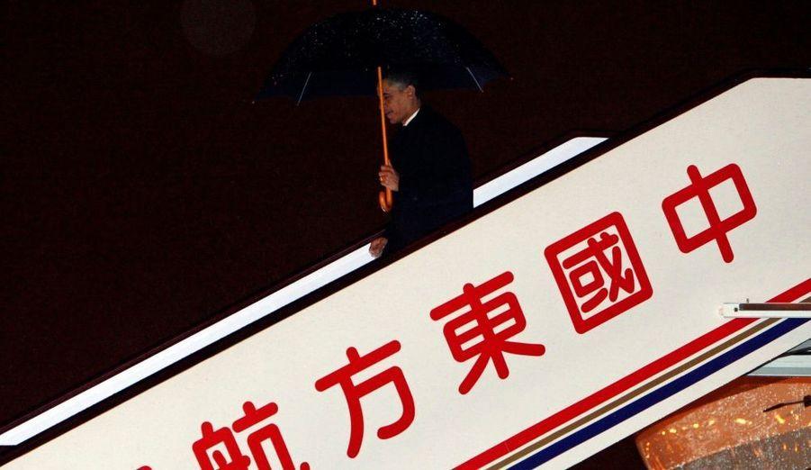 """Barack Obama a déclaré lundi lors de sa visite à Shanghai que la Chine et les Etats-Unis devaient prendre des """"mesures cruciales"""" face au problème du réchauffement climatique. La communauté internationale a les yeux rivés sur l'attitude de Pékin et Washington en la matière, a estimé le président américain, à trois semaines de la conférence internationale de Copenhague. Il a assuré qu'il chercherait une """"convergence d'opinion"""" avec son homologue Hu Jintao, avec lequel il doit s'entretenir mardi à Pékin."""