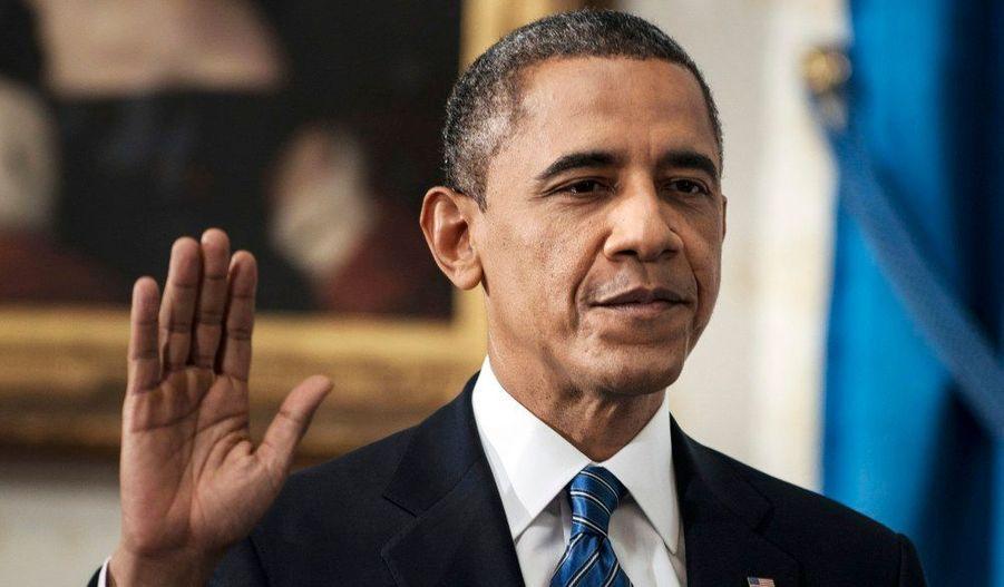 Le président Barack Obama a prêté serment dimanche lors d'une cérémonie privée à la Maison blanche pour un second mandat de quatre ans à la tête des Etats-Unis. Accompagné de sa famille, le Démocrate a prêté serment sur la Bible en présence du président de la Cour suprême, John Roberts, comme en cas en 2009.