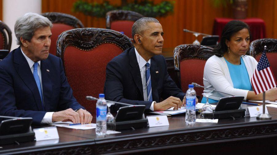 Barack Obama entouré de son secrétaire d'Etat John Kerry, et de sa conseillère à la Sécurité nationale Susane Rice