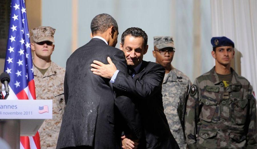 Photo prise lors d'une cérémonie célébrant la fraternité entre les armées françaises et américaines.