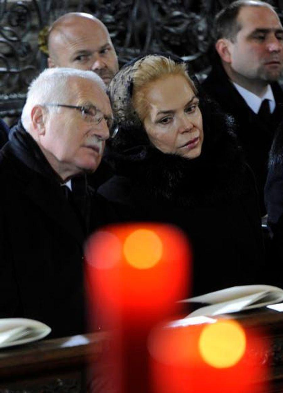 Le président tchèque Vaclav Klaus et sa veuve Dagmar Havlová