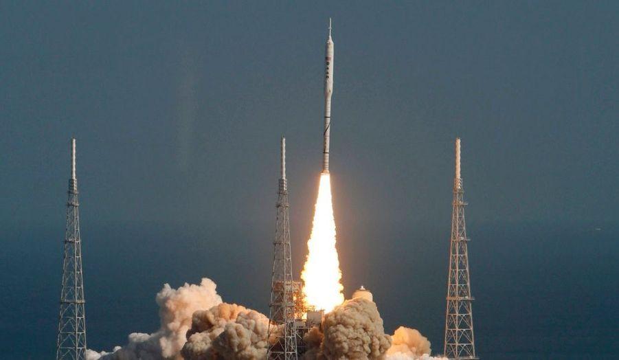 La Nasa a réussi hier le lancement de son prototype de fusée, baptisée Ares 1-X. L'opération, d'un coût de 445 millions de dollars, a permis de tester les futurs lanceurs de l'agence américaine, dont dépend l'avenir de son programme, notamment en ce qui concerne les vols habités vers la Lune et Mars.