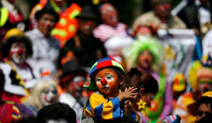 Un enfant déguisé en clown ici présent à la convention latino-américaine des clowns à Mexico.