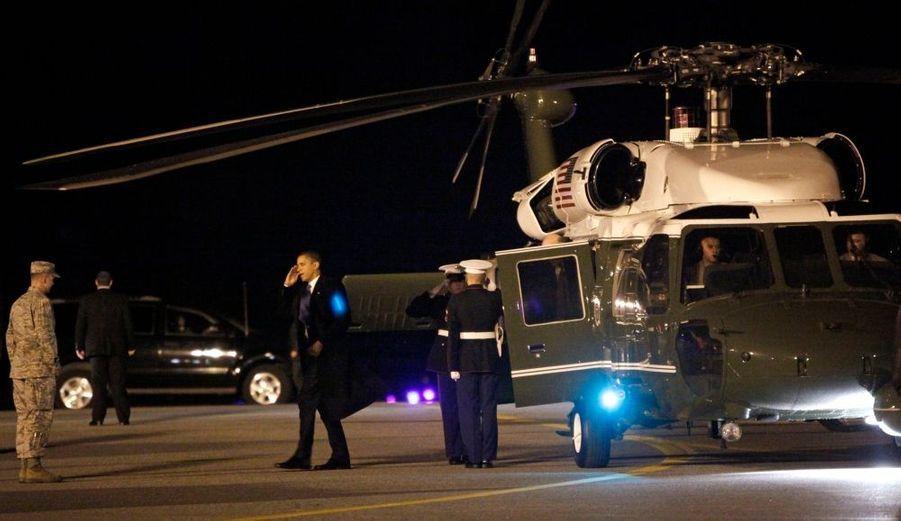Le président américain Barack Obama est arrivé jeudi matin sur la base aérienne de Dover pour assister à l'arrivée des dépouilles des 18 Américains tués cette semaine en Afghanistan. Ce déplacement inopiné intervient alors qu'Obama doit prendre une décision sur l'envoi éventuel de renforts américains en Afghanistan, où la violence atteint des niveaux sans précédent depuis l'invasion américaine de fin 2001.