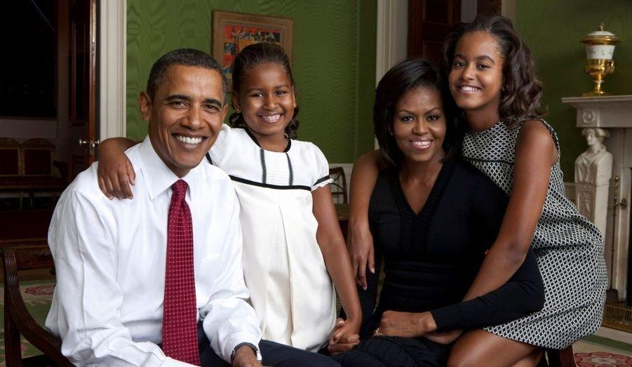 Katie McCormick Lelyveld, une porte-parole de Michelle Obama, a fait savoir que les filles du couple présidentiel, Malia, et Sasha, 8 ans, avaient été vaccinées contre le virus H1N1, par le médecin de la Maison Blanche. Barack Obama et son épouse ne font pour leur part pas partie des personnes prioritaires à vacciner (femmes enceintes, personnes à la santé fragile, jeunes de moins de 24 ans).