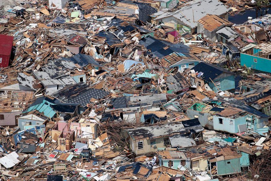 Le 4 septembre, Marsh Harbour. Dans une des villes les plus défavorisées de Grand Abaco, les maisons autour du port ont été totalement détruites.