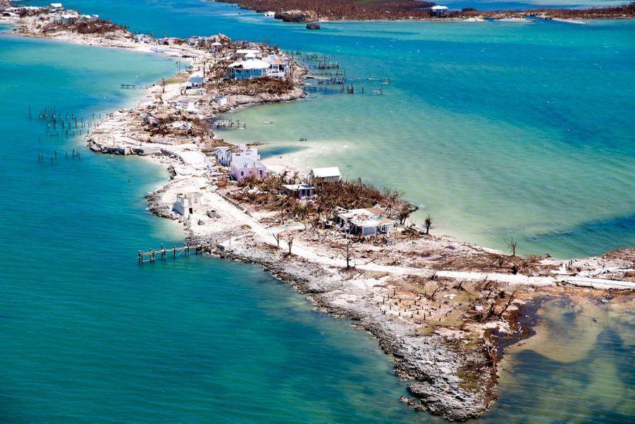 Vue aérienne de Grand Abaco après le sinistre. Sur cette île, 90 % des infrastructures sont abîmées ou détruites, dont l'hôpital.