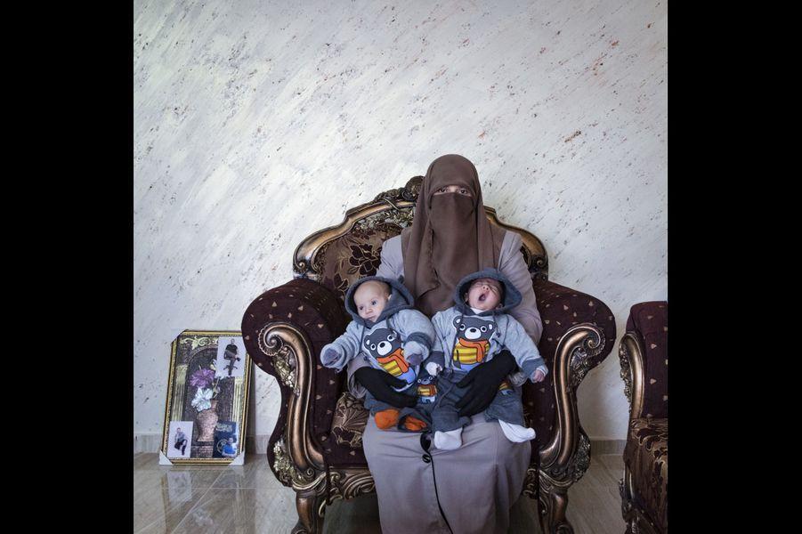 Palestine, Tulkarem. Amma Elian, 39 ans, est la femme d'Anwar Elian, 39 ans aussi. Il a été arrêté en 2003 et condamné à la prison à vie.