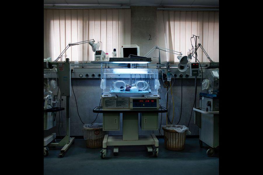 Palestine, Gaza. Un incubateur à l'hôpital de Gaza. Les chances de succès de l'insémination destinée à des couples en majorité jeunes et fertiles sont très grandes.