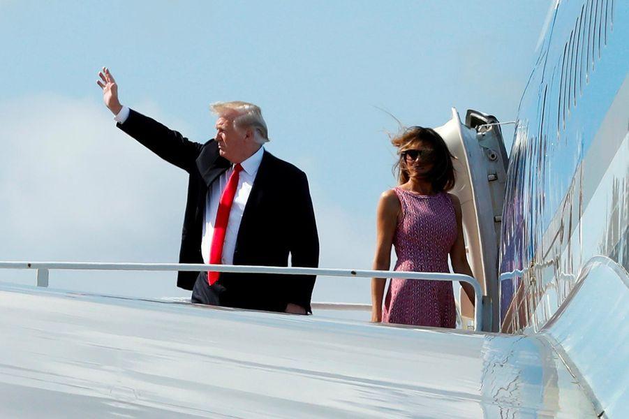 Donald et Melania Trump montant à bord d'Air Force One, le 1er avril 2018.