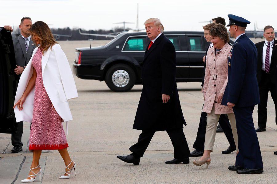 Donald et Melania Trump descendant d'Air Force One, le 1er avril 2018.
