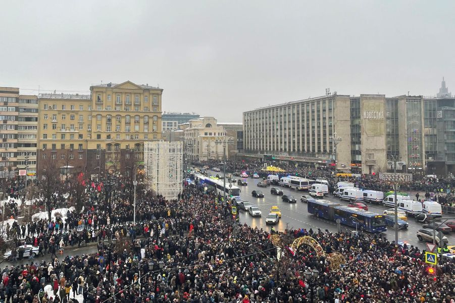 Les manifestants dans les rues de Moscou, samedi