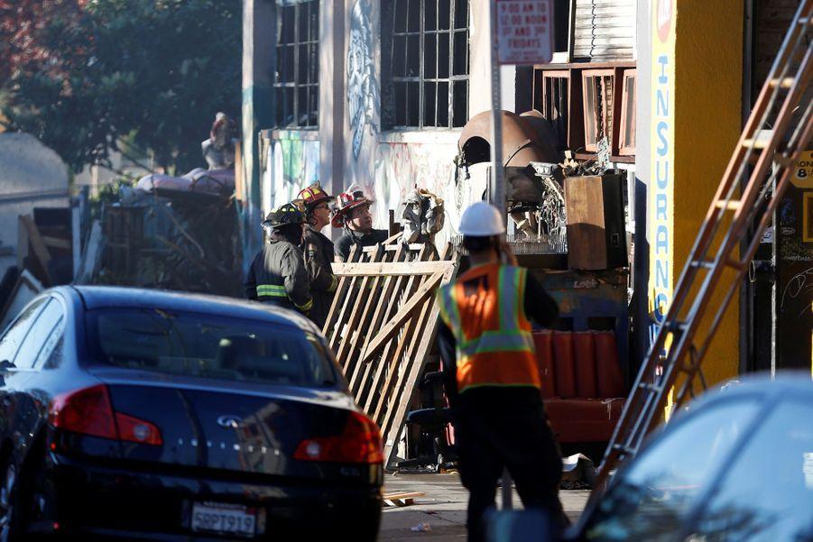 Incendie Meurtrier Dans L'entrepôt D'un Collectif D'artistes, À Oakland En Californie 1